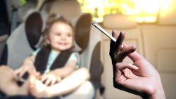 Schauvliege wil roken in auto in bijzijn van kinderen verbieden