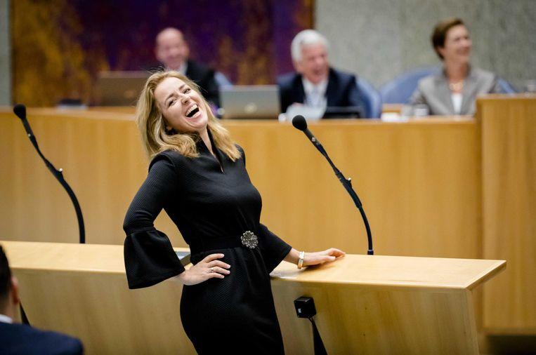 Marianne Thieme (PvdD) lacht om een grapje van Mark Rutte. Beeld anp