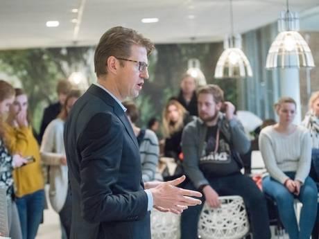 Staatssecretaris Dekker: geen begrip voor klagende student