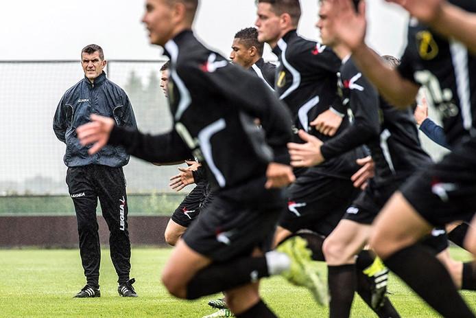 trainer marinus dijkhuizen bij de eerste training van selectie nac voor nieuwe seizoen.