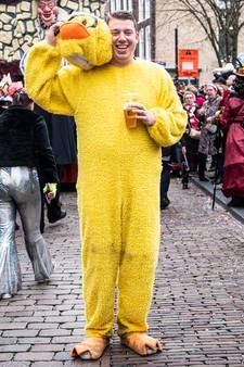 Patrick de Kievit (29) viert carnaval als badeend: 'Na het vijfde biertje ben ik de tel wel kwijt'