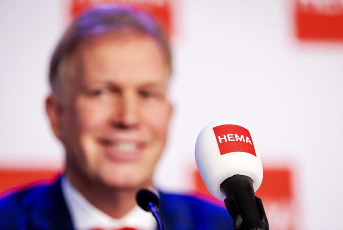 Marcel Boekhoorn bij de persconferentie over de overname van HEMA.