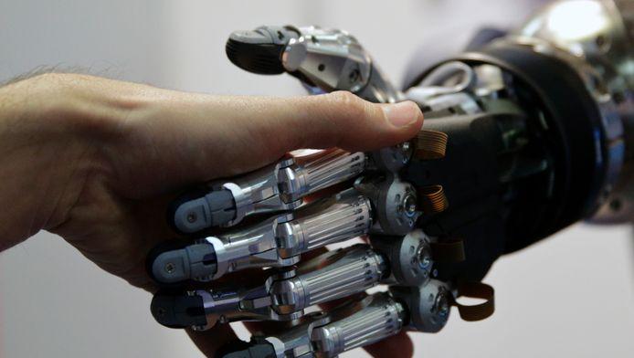 """""""Het starten van een militaire wapenwedloop met kunstmatige intelligentie is een slecht idee, en moet worden voorkomen met een verbod op offensieve autonome wapens die buiten menselijke controle staan"""", besluiten de experts hun brief."""