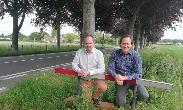 Schepen Claudio Saelens en burgemeester Jos Sypré in de Sint-Jorisstraat.