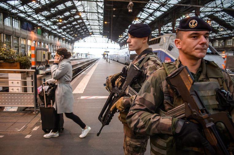 Franse militairen bij treinstation Gare de Lyon in Paris. Beeld epa