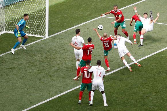 Ronaldo kopt Portugal op voorsprong.