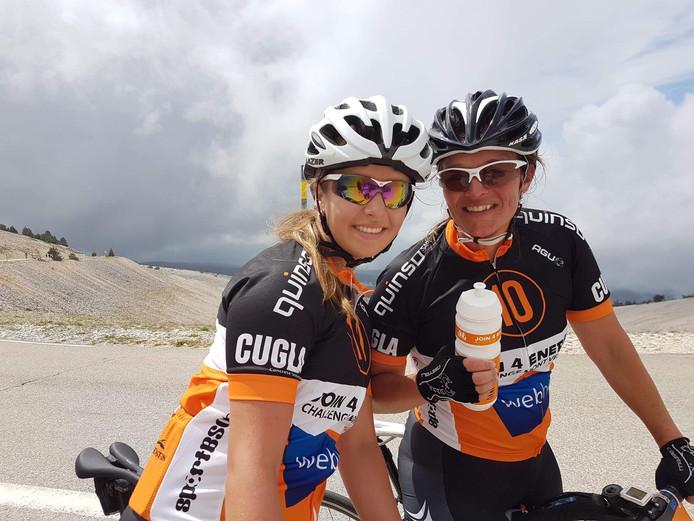 Kim Vollenbroek (rechts) en haar dochter Sophie Krabbe.