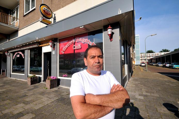 Voormalig uitbater S. Seme van café Nieuwe Bagatelle wil een schadevergoeding na de sluiting van twee jaar geleden.