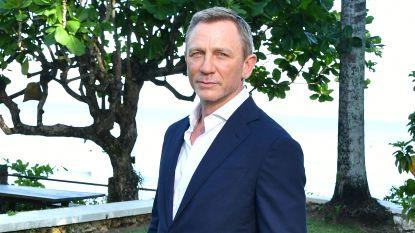 """Daniel Craig weer in Verenigd Koninkrijk na ongeval op de 'James Bond'-set: """"Hij worstelt nog met de pijn"""""""