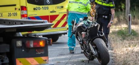 Motorrijder vliegt uit de bocht op de A58 bij Roosendaal en raakt gewond