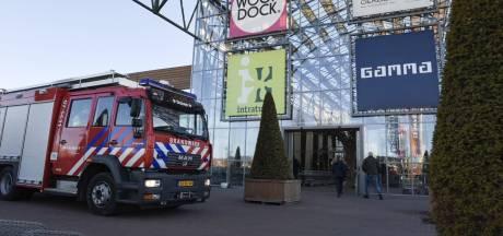 Mensen onwel door lijmlucht; winkels in Duiven deels ontruimd