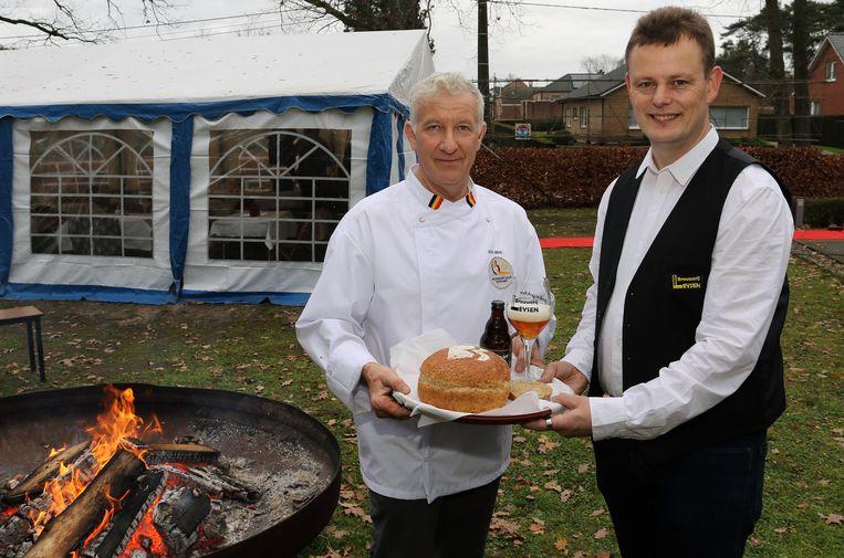 Sus Mens en Jorge Leysen met het brood en een tripel.