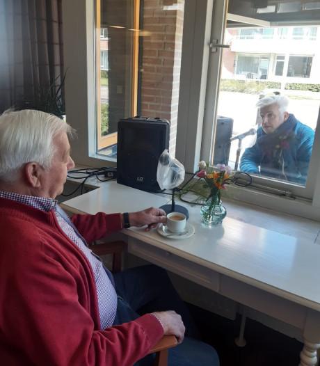 Babbelbox in woonzorgcentrum Losser: praten mét en kijken naar elkaar