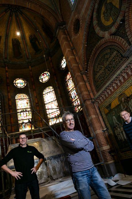 Na 118 jaar opfrisbeurt voor glas-in-lood van Koepelkerk in Lierop