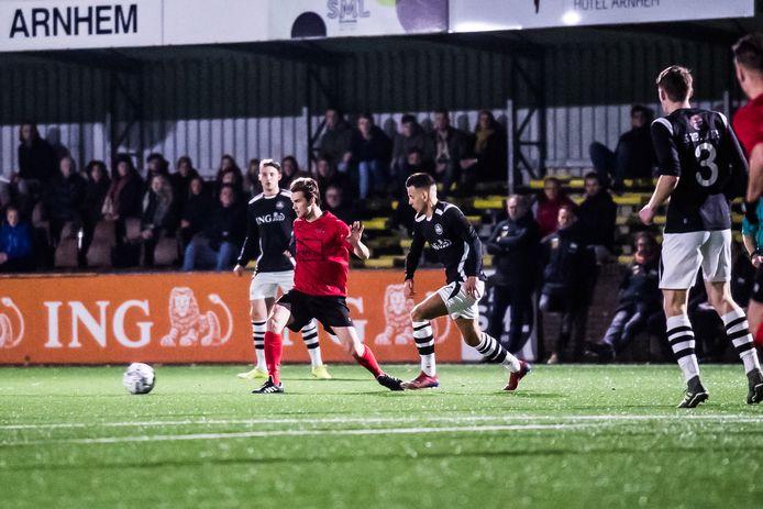 SML en VDZ (rode shirt) troffen elkaar in december in de competitie. Het duel eindigde onbeslist: 1-1.