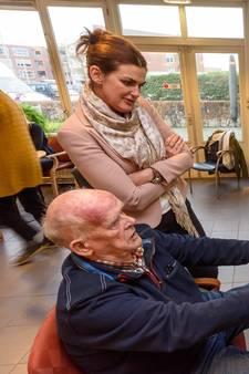 Opa uit Hengelo fietst op de hometrainer door Zwitserland