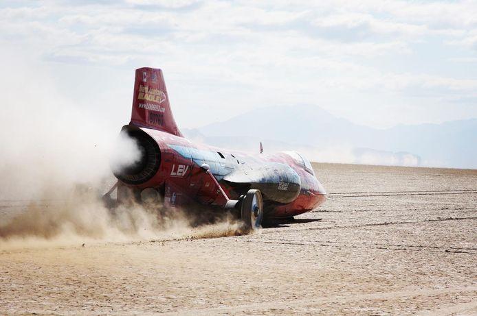 De door een straalmotor aangedreven recordauto.