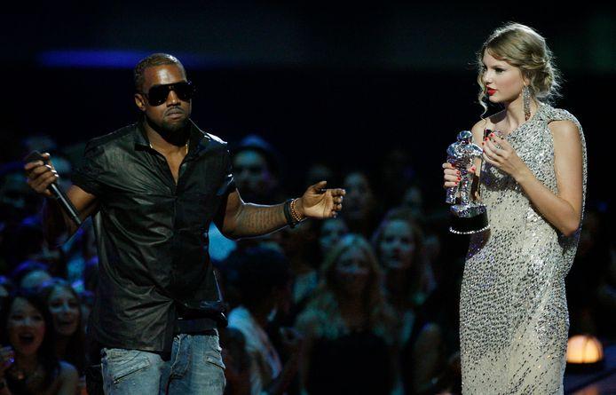 Kanye West onderbreekt Taylor Swift tijdens haar overwinningsspeech