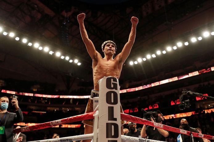 Ryan Garcia viert zijn overwinning na het verslaan van Luke Campbell tijdens de WBC Interim Lichtgewicht titelstrijd in het American Airlines Center op 2 januari 2021 in Dallas, Texas.