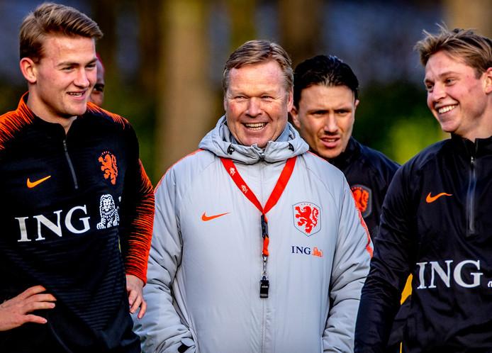 Lachende gezichten bij Oranje.