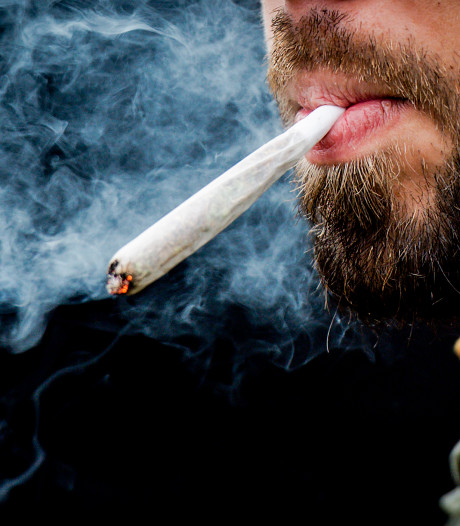 Drugsgebruikers uit Tilburg (23) en Prinsenbeek (19) stoned achter stuur: aangehouden in Breda