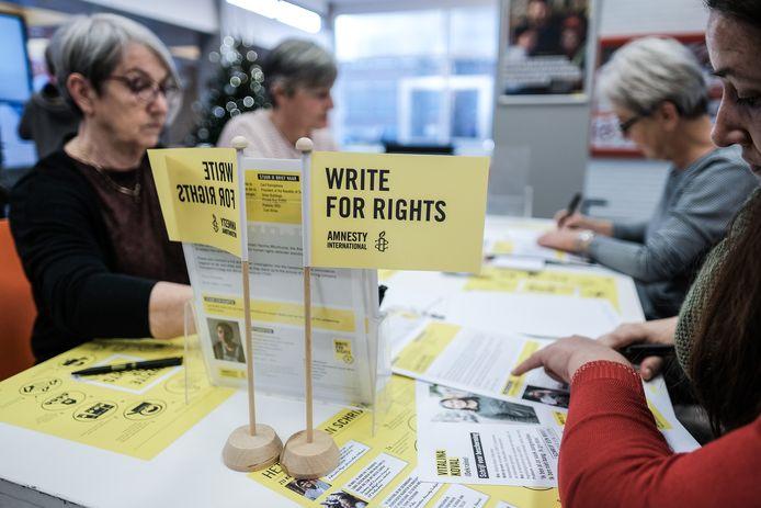 De dag van de mensenrechten wordt jaarlijks op of kort na 10 december aangegrepen voor Write for Rights, als schrijfmarathon om politieke gevangenen te ondersteunen.