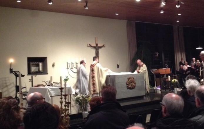 De laatste dienst in de HH Martinus- en Barbarakerk in Rossum op 13 februari.