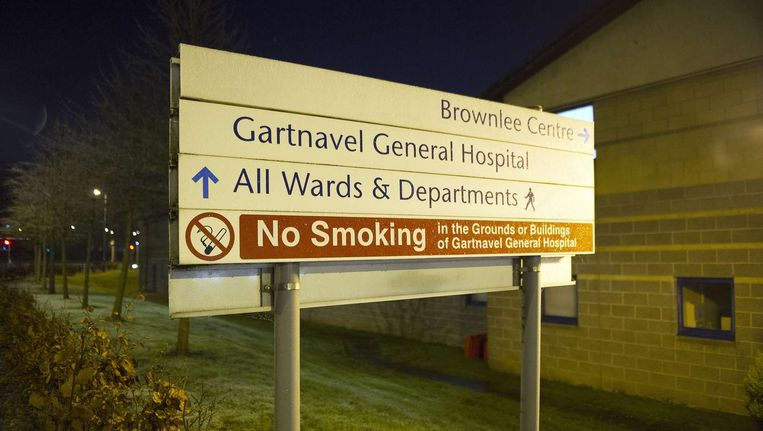 De Britse hulpverleenster die recent terugkeerde uit Sierra Leone werd opgenomen in een hospitaal in Glasgow.