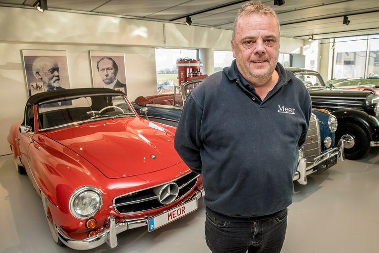 Marc bij de Mercedes waar Toon Hermans nog in gereden heeft.