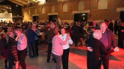 450 senioren vieren Valentijn