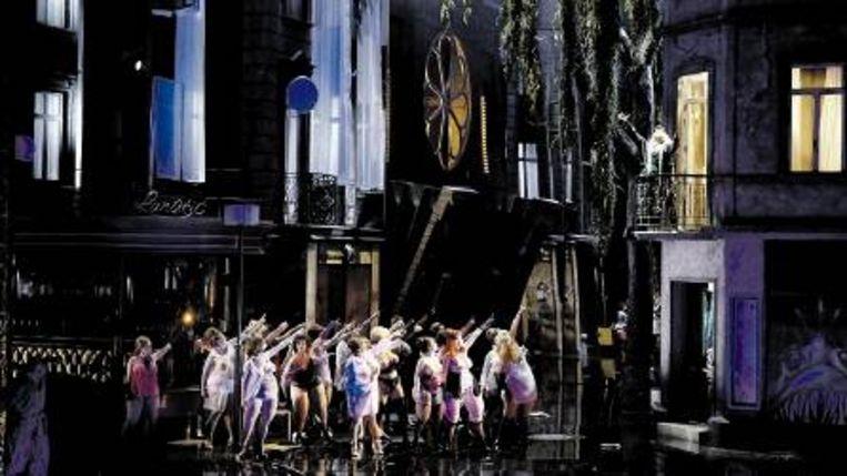Zelden was in de Munt in Brussel zo¿n spectaculaire productie te zien. (FOTO FORSTER) Beeld