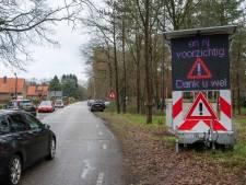 Ondanks tientallen boetes rijden recreanten 'gewoon' naar de zandverstuiving bij Doornspijk