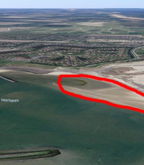 Gevaarlijk strandje bij aanlegsteiger in Breskens moet weg omdat vaargeul dreigt in te storten