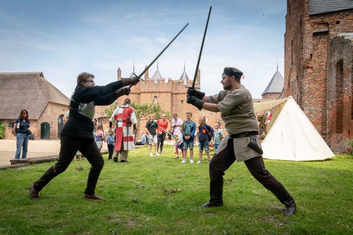 Op Kasteel Doornenburg kon je vechten zoals ze dat vroeger deden.