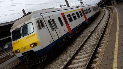 Reizigers uur vast op defecte trein zonder airco tussen Brussel en Leuven