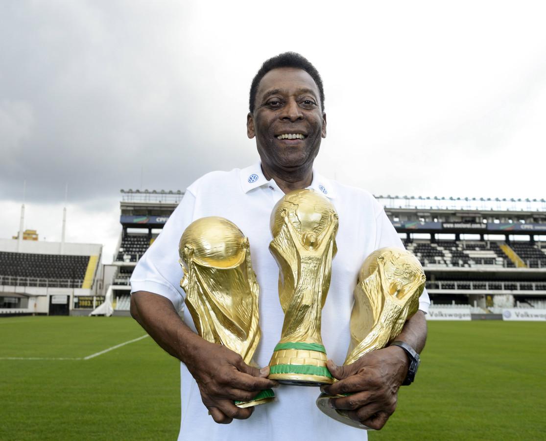 Pelé werd in 1958, 1962 en 1970 wereldkampioen met Brazilië. Hij is de enige speler met drie wereldtitels op zijn naam.