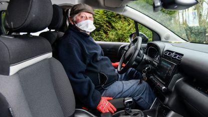 """Sylvain (70) kan twee jaar na beroerte opnieuw autorijden: """"Geniet nog elke dag van mijn ritje met de auto"""""""