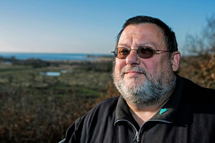 De Bergse schrijver Sonn Franken houdt al twintig jaar alle incidenten over kerncentrale Doel bij.