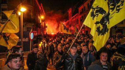 Meer dan 1.000 betogers nemen deel aan 'Mars voor Democratie' in Ninove, boegeroep tijdens eedaflegging ex-N-VA'er Arents