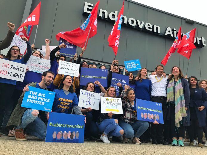 Cabinepersoneel en piloten van Ryanair voerden afgelopen vrijdag op vliegveld Eindhoven actie voor betere arbeidsomstandigheden en meer loon. Ze roepen de Ierse luchtvaartmaatschappij op de lokale wet en regelgeving toe te passen.