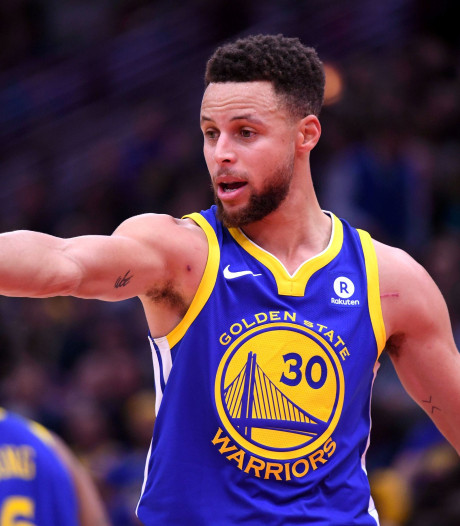 Stephen Curry gaat LeBron James  achterna