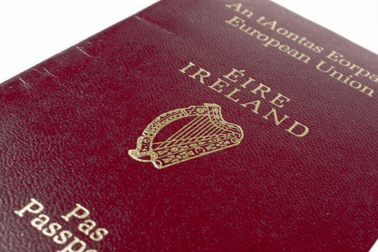 Een recordaantal Britten heeft een Iers paspoort aangevraagd.