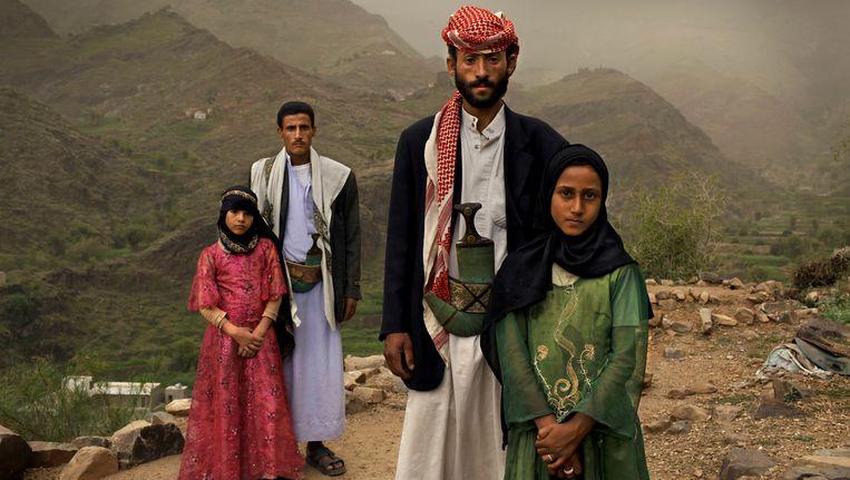 Kindbruid in Jemen. Tahani (in het roze) trouwde met haar man (25) toen ze zes jaar oud was. (World Press Photo winnaar 2012) Beeld AP