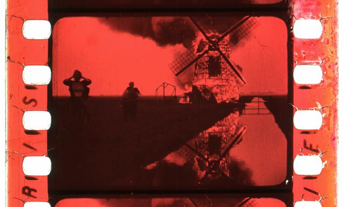 Still uit de film 'De molens die juichen en weenen' uit 1912.