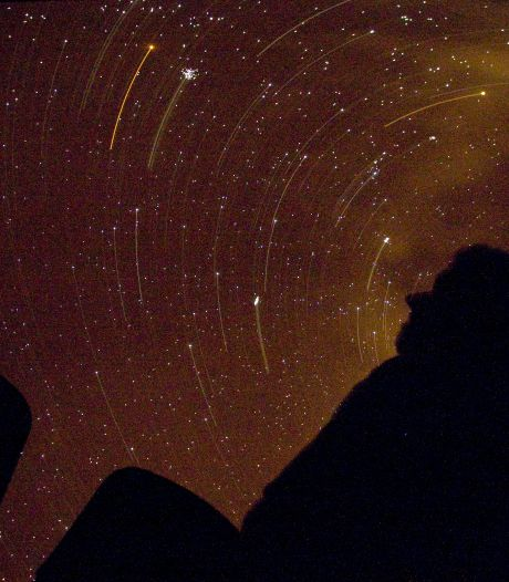 Zaterdag verloopt nat en koud maar vannacht wél kans op vallende sterren en vuurbollen