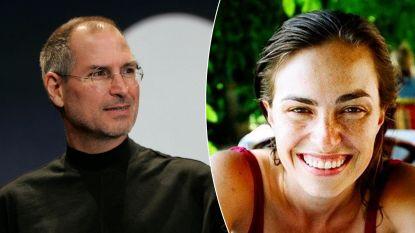 """""""Terwijl hij rondreed in Porsches, moest mijn moeder schoonmaken om te overleven"""": dochter Steve Jobs doet boekje open over beroemde vader"""