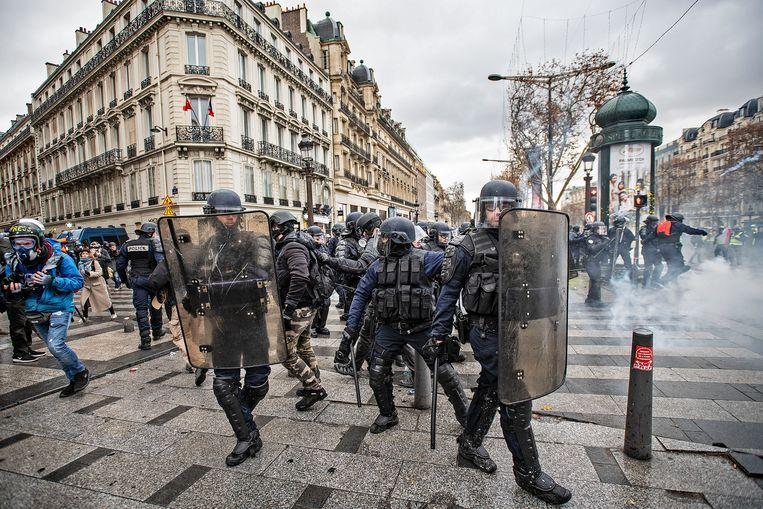 De Champs-Élysées in Frankrijk, zaterdag.  Beeld Guus Dubbelman / de Volkskrant