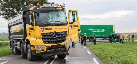 Ravage na ongeluk tussen vrachtwagens op N352 Ens: 'Hij had een engeltje op z'n schouder'