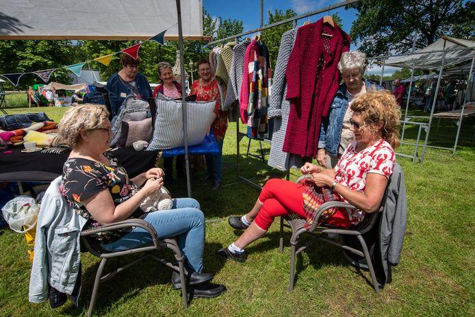 Geen haak- en breipicknick voor Uit-je-tent bij Hotel Cafe Restaurant van Saaze in Kraggenburg dit jaar, maar wel andere activiteiten.