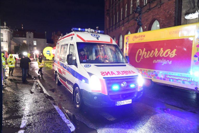 Een ambulance komt ter plaatse net na de steekpartij.